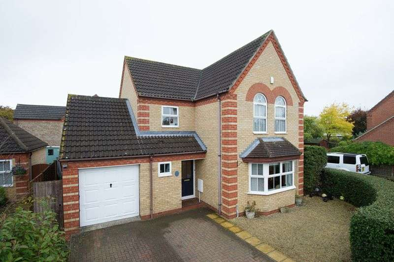 4 Bedrooms House for sale in Orchard Close, Eaton Ford