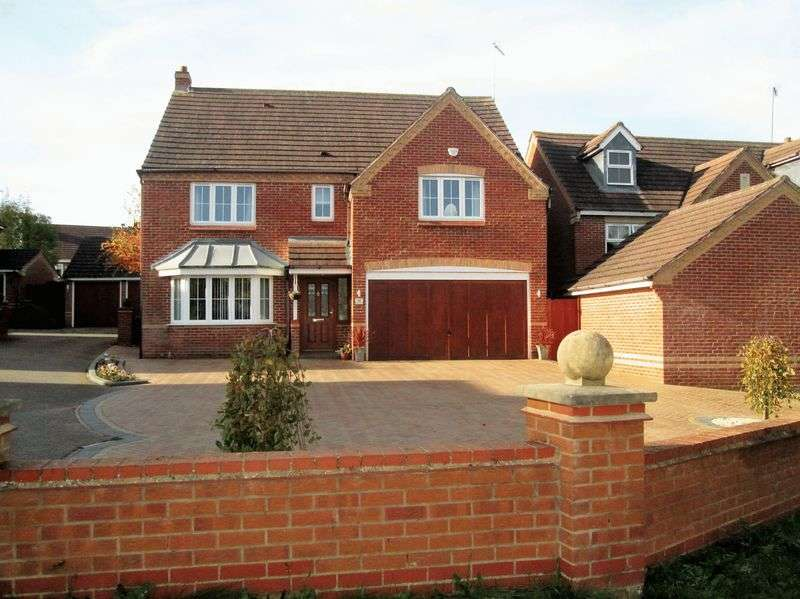 4 Bedrooms Detached House for sale in Newbury Drive, Daventry, NN11 0WQ