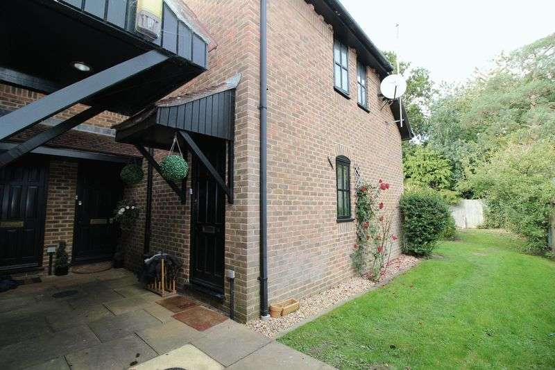 2 Bedrooms Terraced House for sale in Northgate, Crawley