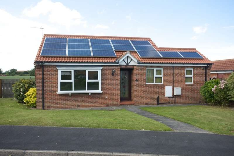 2 Bedrooms Bungalow for sale in The Green, Tockwith, North Yorkshire, YO26