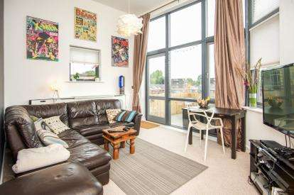 1 Bedroom Flat for sale in Coningsby Avenue, London
