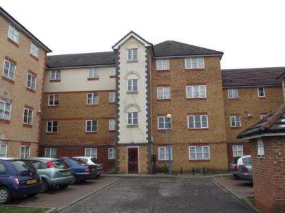 2 Bedrooms Flat for sale in Wanderer Drive, Barking