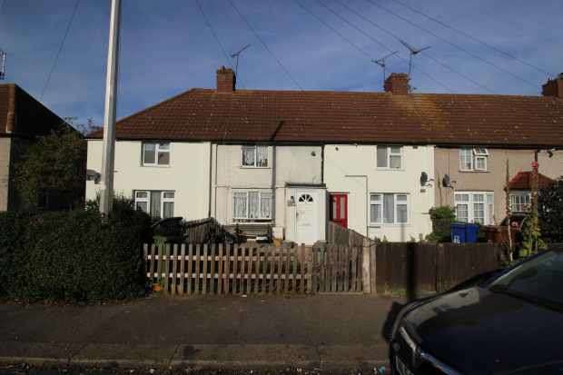 2 Bedrooms Terraced House for sale in Christchurch Road, Tilbury, Essex, RM18 8XP