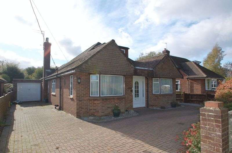 3 Bedrooms Detached Bungalow for sale in Hazlemere