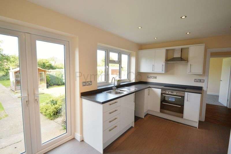 2 Bedrooms Detached Bungalow for sale in Hill Road, New Costessey