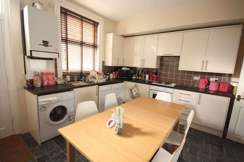 6 Bedrooms Terraced House for rent in St Annes Avenue,Burley