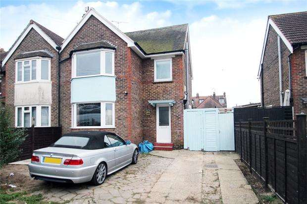 3 Bedrooms End Of Terrace House for sale in Harwood Road, Littlehampton, West Sussex, BN17