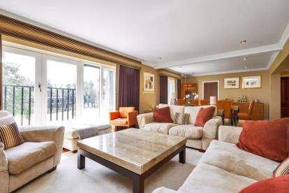 3 Bedrooms Flat for sale in Dunbar Court, Gleneagles Village