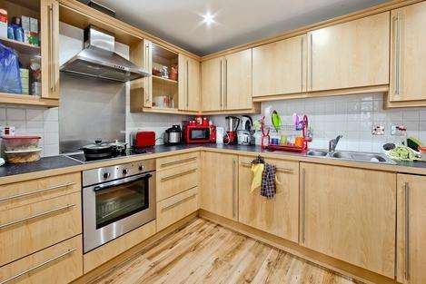 2 Bedrooms Flat for sale in Locksons Close, London E14