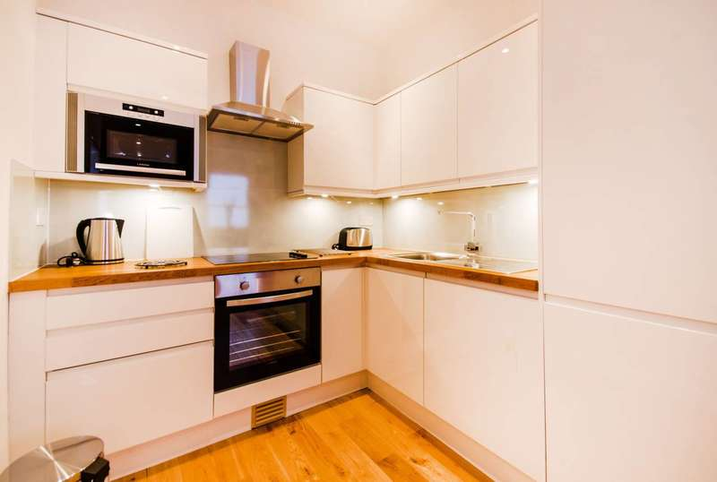 4 Bedrooms Flat for sale in Cable Street, Limehouse, E1W