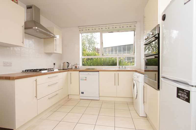 2 Bedrooms Flat for sale in High Mount, Station Road, Hendon, London, NW4