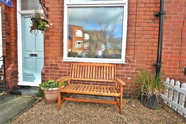 2 Bedrooms Terraced House for sale in Cromwell Road, Prestwich