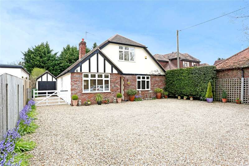 4 Bedrooms Detached House for sale in Bagshot Road, Chobham, Woking, Surrey, GU24