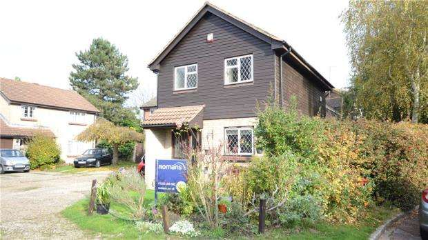 3 Bedrooms Detached House for sale in Blackcap Place, College Town, Sandhurst