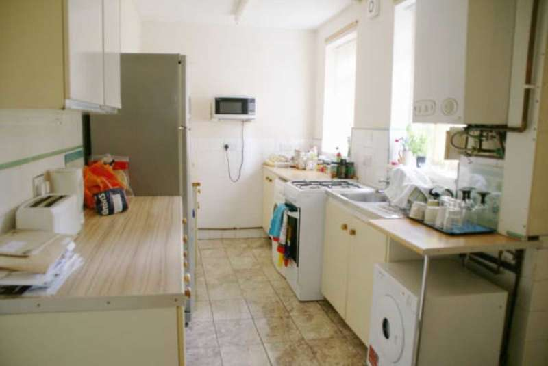 4 Bedrooms Town House for rent in Castle Boulevard, Nottingham NG7 1HP