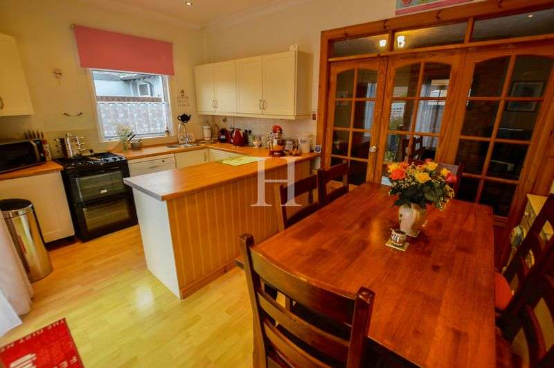 4 Bedrooms Detached House for sale in Southchurch, Southend-On-Sea, Essex, SS2