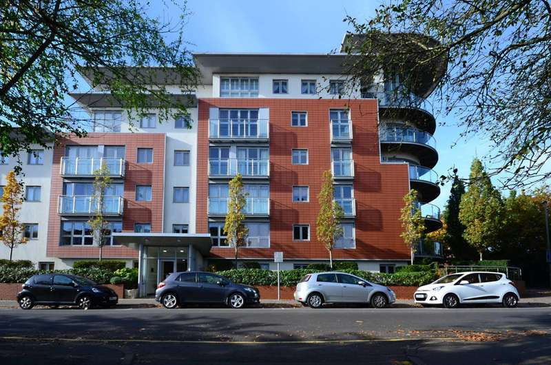 2 Bedrooms Flat for sale in Constitution Hill, Woking, GU22