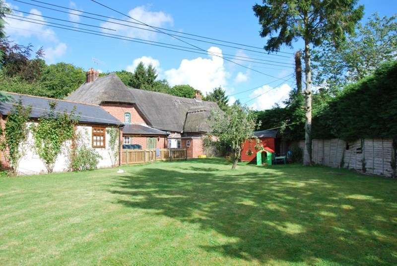 3 Bedrooms Terraced House for sale in Fittleton, Amesbury, Wiltshire