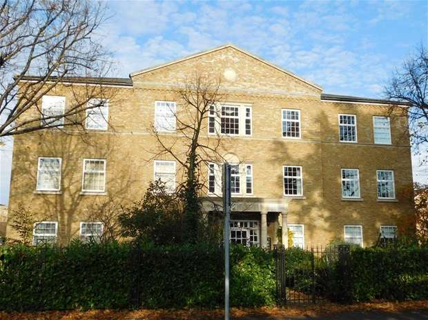 2 Bedrooms Flat for sale in Balaclava Road Long Ditton, Surbiton
