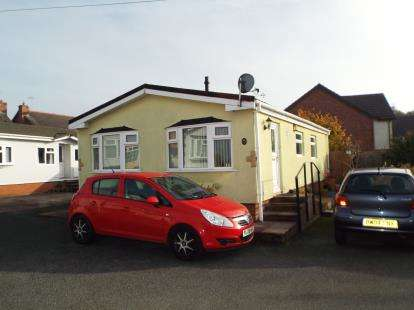 2 Bedrooms Mobile Home for sale in Hill Top Park, Mere Lane, Pickmere, Knutsford