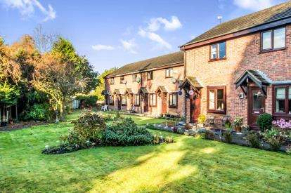 2 Bedrooms Terraced House for sale in Cottage Gardens, Bredbury, Greater Manchester