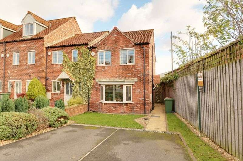 3 Bedrooms Semi Detached House for sale in Barnard Meadows, Kirton Lindsey