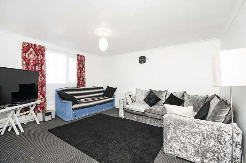 2 Bedrooms Flat for sale in Villiers Close, Leyton, E10