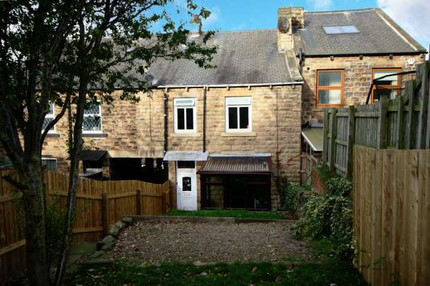 2 Bedrooms Terraced House for sale in Lees Hall Road, Dewsbury, West Yorkshire, WF12 0RH