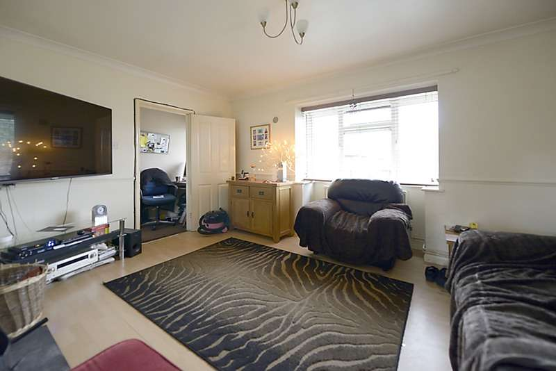 2 Bedrooms Maisonette Flat for sale in Farleys Close, Leatherhead, Surrey, KT24