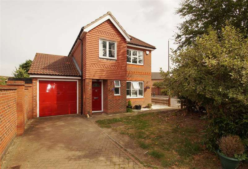 3 Bedrooms Detached House for sale in Marcus Close, Myland, Colchester