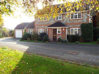 4 Bedrooms Detached House for sale in Stubbington, Hampshire, England