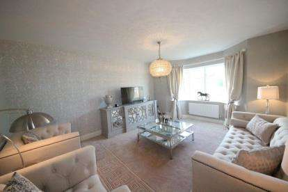 4 Bedrooms Detached House for sale in Kings Court, Off Hornbeam Close, Clifton Moor, York