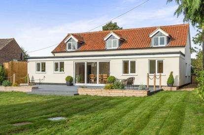 4 Bedrooms Bungalow for sale in Rendlesham, Woodbridge, Suffolk