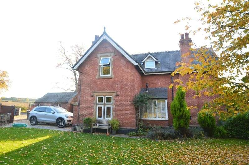 2 Bedrooms Semi Detached House for sale in Saxondale Drive, Nottingham