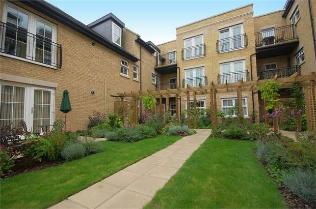 2 Bedrooms Retirement Property for sale in Templeton Court, 104-108 High Street, Hampton Hill, Hampton, Middlesex