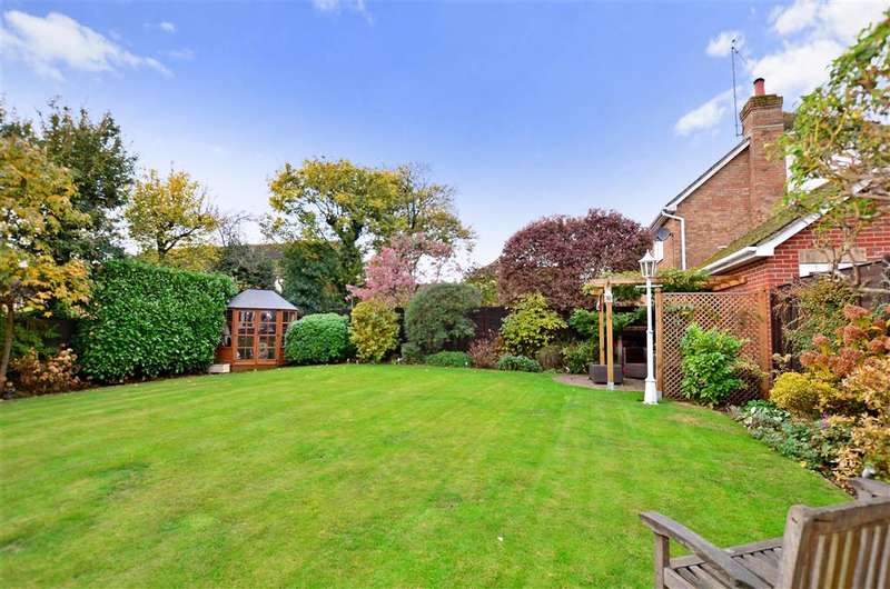 5 Bedrooms Detached House for sale in Yeoman Park, Bearsted, Maidstone, Kent
