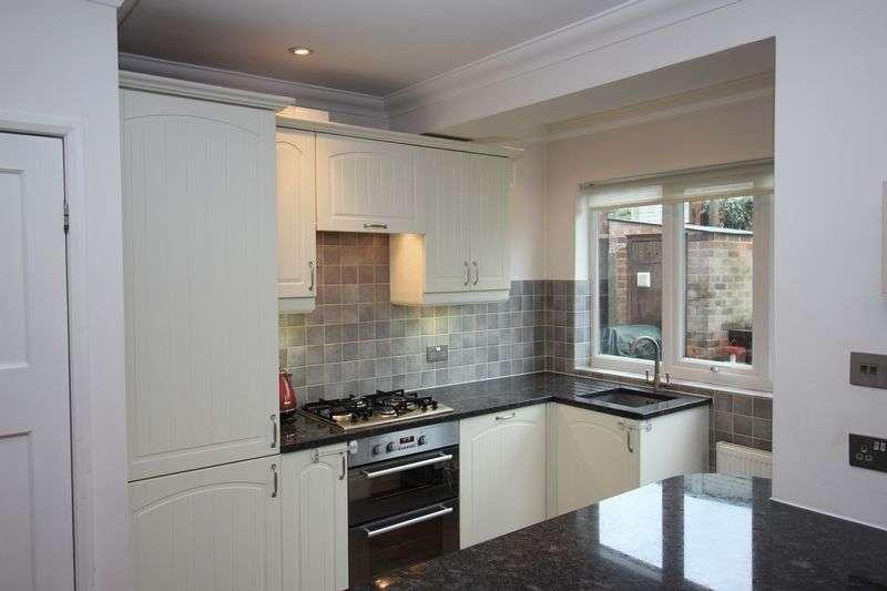 3 Bedrooms Semi Detached House for sale in Rushdene Avenue, Barnet, EN4