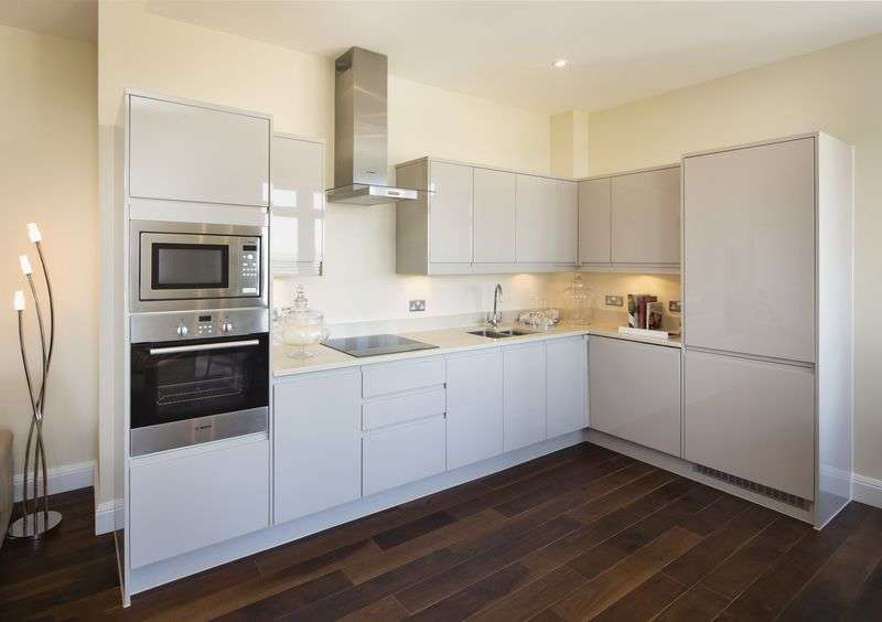 2 Bedrooms Flat for sale in Park Street, Ashford