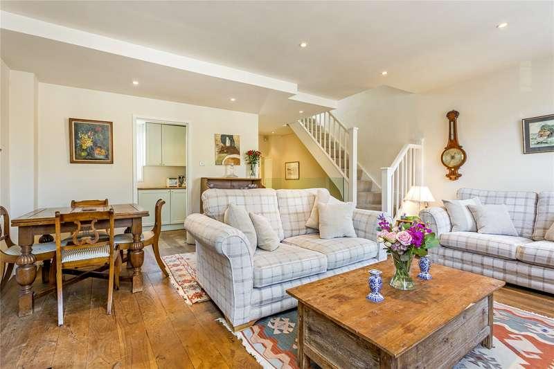 2 Bedrooms Maisonette Flat for sale in Broughton Road, Sands End, Fulham Broadway, Fulham, SW6