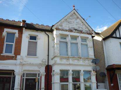 2 Bedrooms Flat for sale in Westcliff-On-Sea, Essex