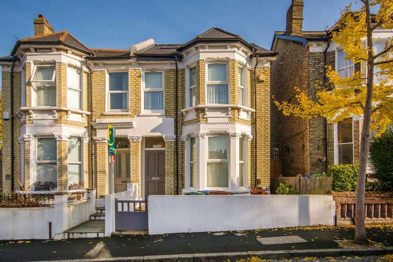 2 Bedrooms Flat for sale in Muschamp Road, Peckham Rye, SE15