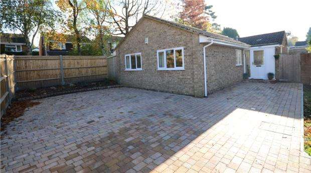 3 Bedrooms Detached Bungalow for sale in Harvard Road, Claremont Wood, Sandhurst