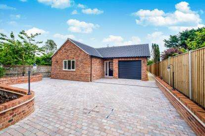 3 Bedrooms Bungalow for sale in Beccles, Suffolk