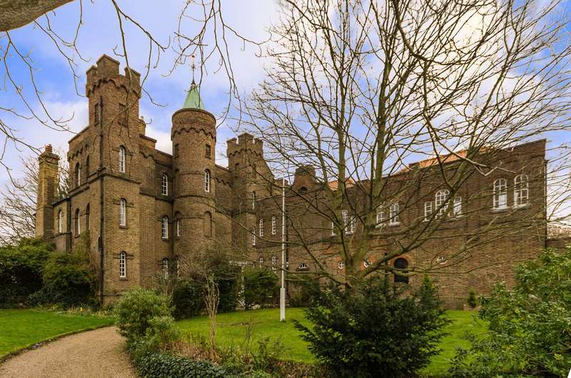 4 Bedrooms Flat for sale in Vanbrugh Castle, Greenwich, SE10