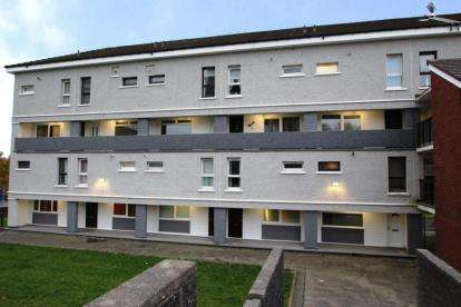 3 Bedrooms Flat for sale in Kennishead Avenue, Thornliebank, Glasgow, Lanarkshire