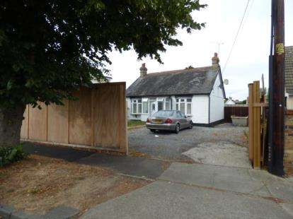 Detached House for sale in Benfleet, Essex