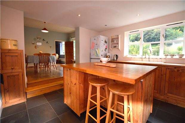 4 Bedrooms Cottage House for sale in Meadow Cottages, High Street, Chalford, Stroud, Glos, GL6 8DL