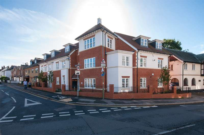2 Bedrooms Flat for sale in Friary Court, 48 Croydon Road, Reigate, Surrey, RH2