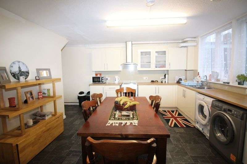 3 Bedrooms Terraced House for sale in Meadow Close, Barnet, EN5