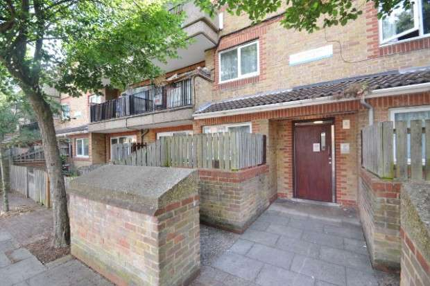 1 Bedroom Apartment Flat for sale in Staveley Close, Peckham, SE15